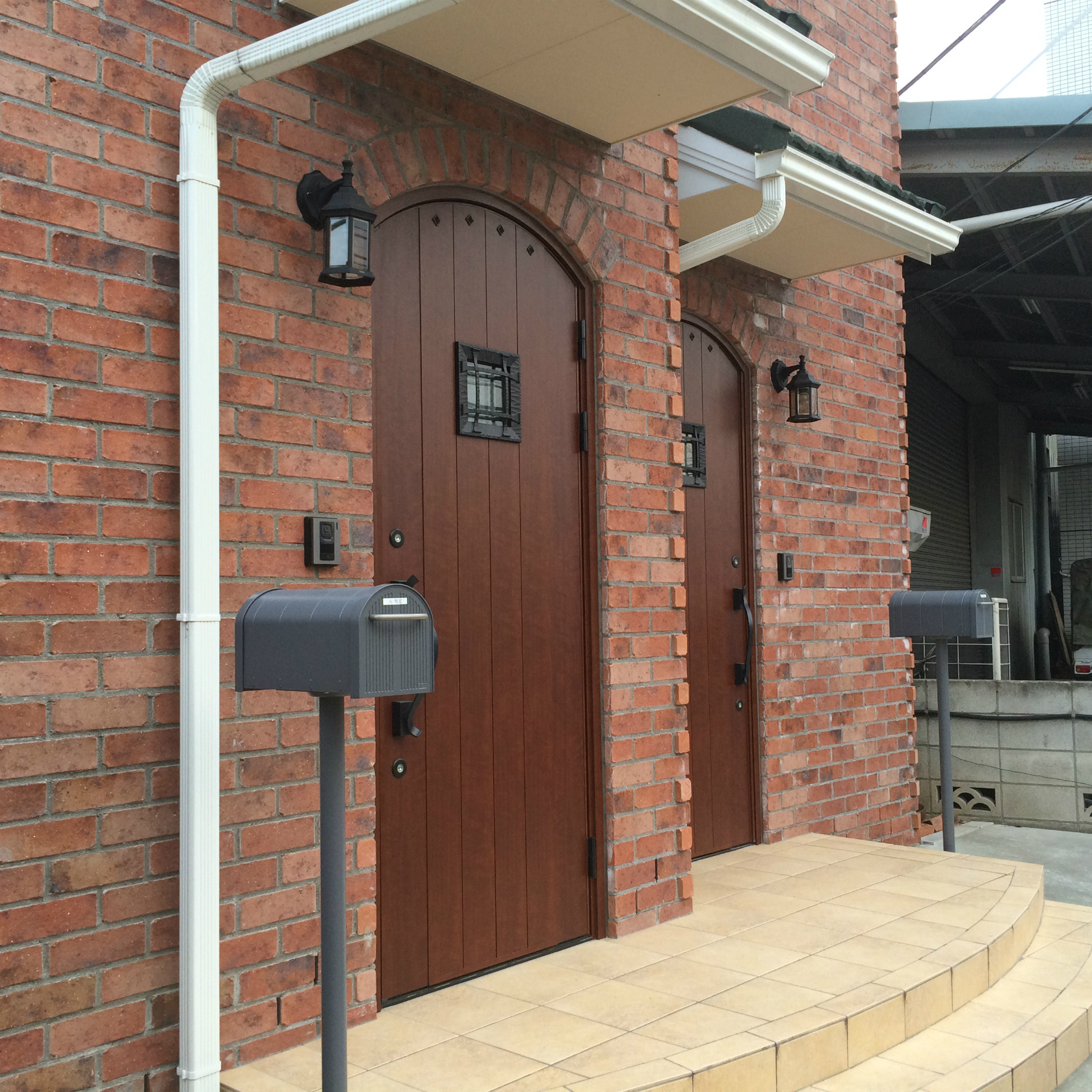 弐番館入口