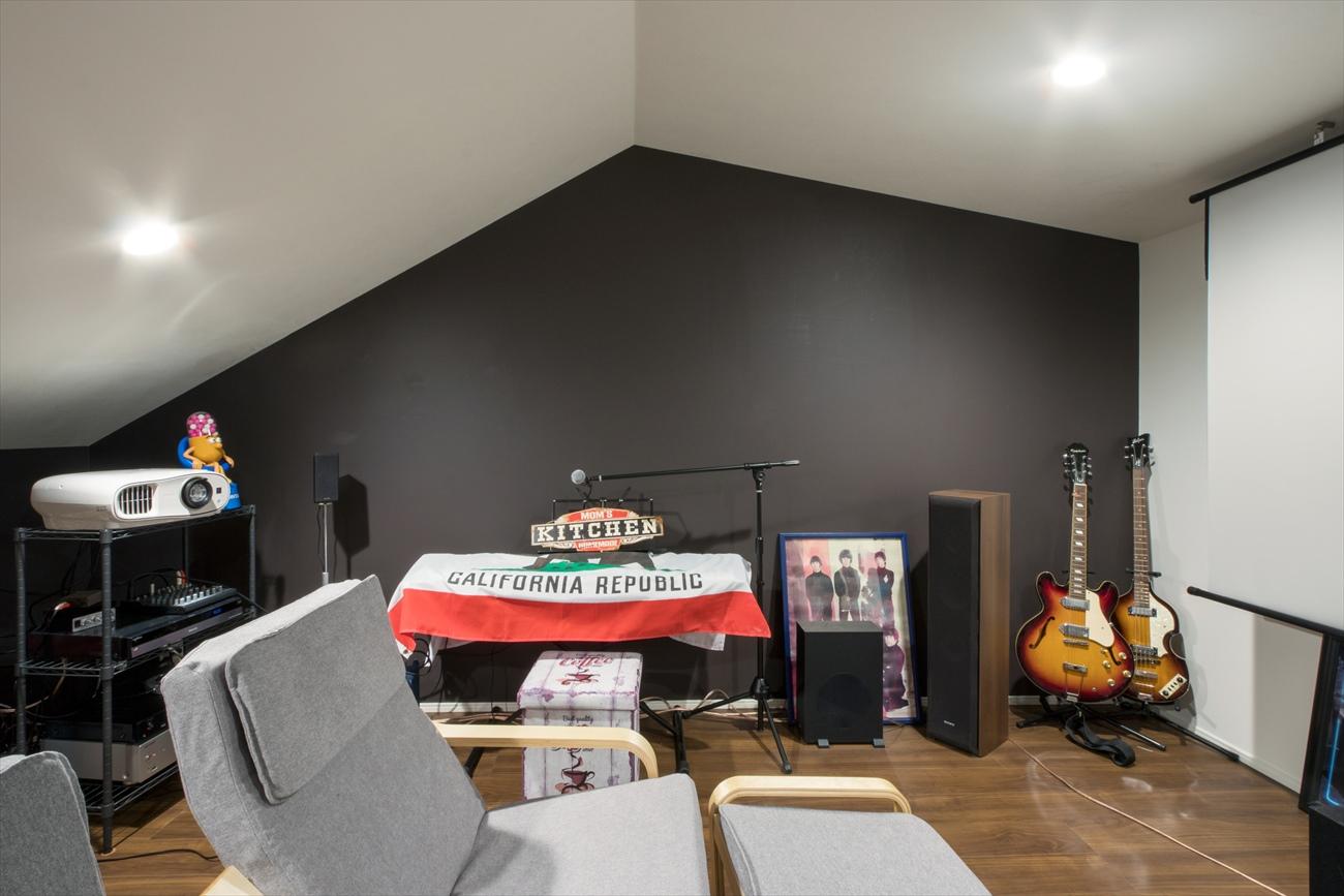 レンガの家の建築実例(注文住宅:趣味の部屋)シアタールームと音楽を奏でる部屋