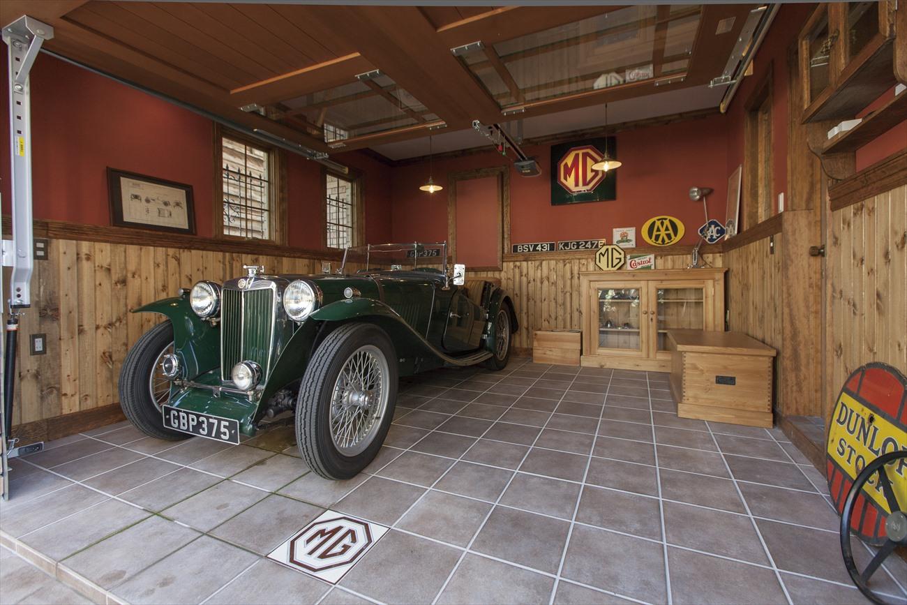 レンガの家で建てたガレージハウスの建築実例:ガレージの内観