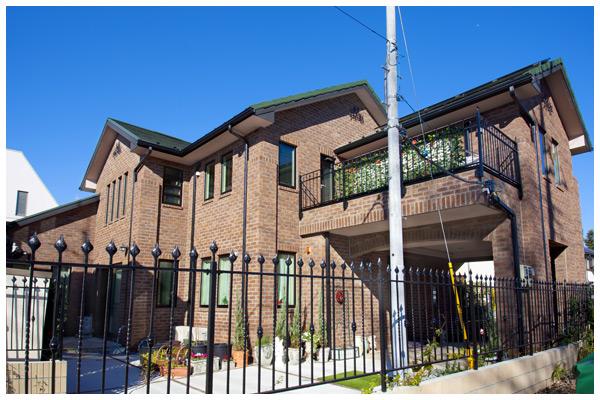 アットホームな雰囲気と高級感を併せ持つレンガの家