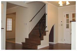 階段の手すりの金属はロートアイアン製