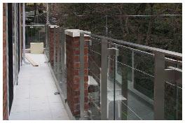 3階バルコニーは足元まで透明ガラス