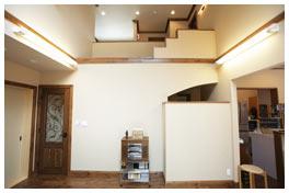 2階の天井まで広がる大空間のリビング