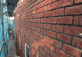 耐火性の高いレンガ積みの外壁
