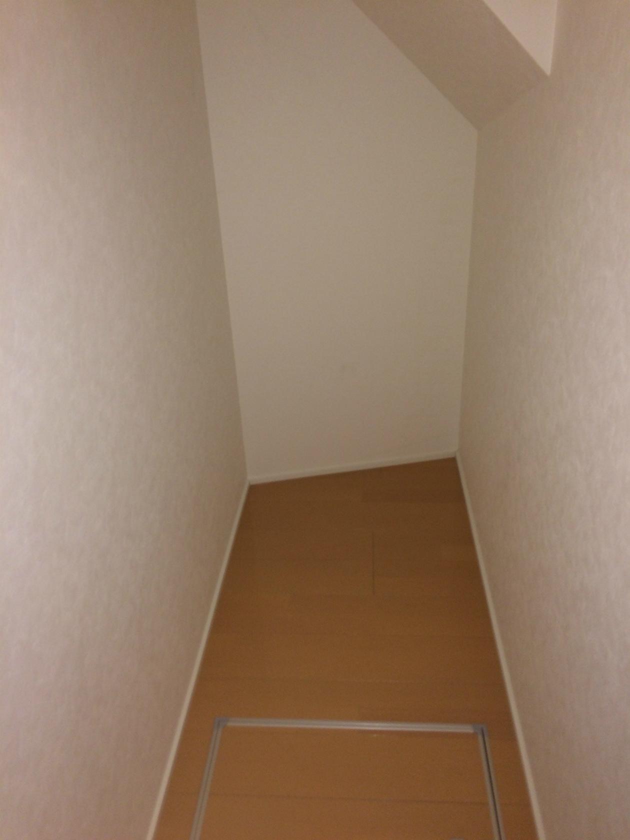 弐番館A階段下収納